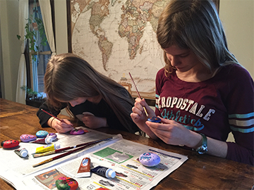 The Henderson family in Wadsworth enjoys doing arts and crafts projects and when a family friend introduced them to the idea of doing a project for Ohio ...
